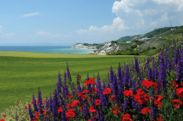Thracian Cliffs resort reports a  \'big rise\' in bookings from UK